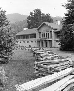 Peaks of Otter Lodge on the Blue Ridge Parkway.  Johnson, Craven & Gibson Architects, Charlottesville, Virginia