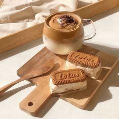 Brown Aesthetic, Aesthetic Food, Cream Aesthetic, Aesthetic Coffee, Aesthetic Pics, Aesthetic Style, Japanese Aesthetic, Good Food, Yummy Food