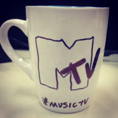 Um café para iniciar a segunda Power. Em 20 de outubro de 1990 surgia a MTV Brasil! #café #mtv #mtvbrasil #musictv #televisao www.diariodebordo.net.br