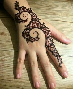 Mehndi is something that every girl want. Arabic mehndi design is another beautiful mehndi design. We will show Arabic Mehndi Designs. Back Hand Mehndi Designs, Finger Henna Designs, Simple Arabic Mehndi Designs, Mehndi Designs For Beginners, Modern Mehndi Designs, Mehndi Design Pictures, Mehndi Designs For Fingers, Latest Mehndi Designs, Mehndi Images