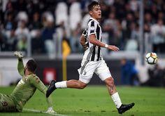 Juventus's forward from Argentina Paulo Dybala (R) scores a goal to Torino italian goalkeeper Salvatore Sirigu during the italian Serie A football match Juventus vs Torino in Turin on September 23, 2017. / AFP PHOTO / FILIPPO MONTEFORTE