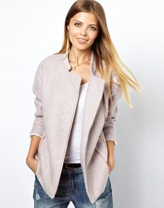 Asymmetric jacket in Boucle.  Wonder if I should try to make it...
