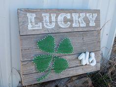 St. Patricks Day Reclaimed Barnwood Lucky US Sign Decoration shamrock