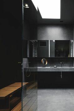 salle de bain noire sol en beton gris, salle de bain anthracite en béton ciré gris anthracite