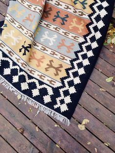 Kilim in some fantastic colors! #kilim #rug #home #want