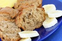 Sourdough Banana Muffins. I love this recipe because it uses the same starter as my sourdough bread so I always have some on hand, and uses up my brown bananas! Very tasty. Low Calorie Candy, Low Calorie Ice Cream, Low Calorie Chocolate, Low Calorie Desserts, Light Dessert Recipes, Healthy Snacks For Adults, Vegan Gluten Free Desserts, Peanut Butter Oatmeal, Oatmeal Muffins