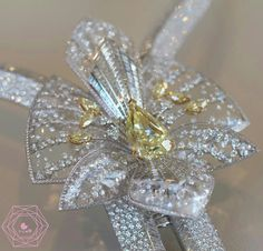 Radiant 20 ct diamond necklace, which can be worn as a brooch, by Boucheron