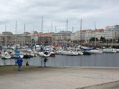 Pertenece a la región pesquera noroeste. Es uno de los corazones económicos de la ciudad de La Coruña. Actualmente cuenta con más de 6 kilómetros de muelles y en él se desembarcan desde pescado hasta carbón, pasando por contenedores y fuel. Street View, Porto, North West, Hearts, Cities
