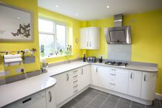 A beautiful White Gloss Curved Kitchen which has been brightened up with sunny yellow walls! German Kitchen, Real Kitchen, Bespoke Kitchens, Yellow Walls, Kitchen Colors, Fixer Upper, Kitchen Remodel, Decoration, Kitchen Cabinets