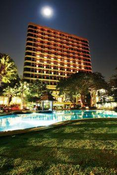 COSY BEACH 3*, Паттайя Отличный отель для романтичных пар и молодежи. Отель расположен на горе, откуда открывается великолепный вид на Сиамский залив, спуск к пляжу по лестнице. Хорошие номера и сервис.