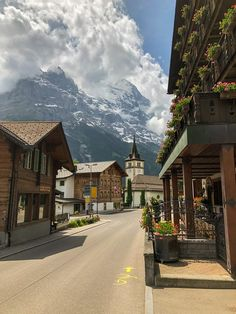 Switzerland House, Swiss Switzerland, Marrakesh, Places To See, Places To Travel, Grindelwald Switzerland, Landscape Photography, Travel Photography, Swiss Alps