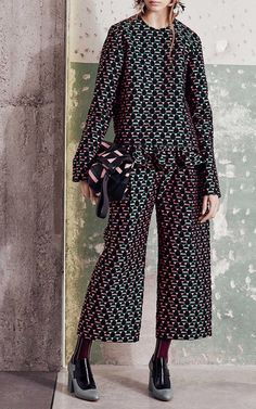 Get inspired and discover Marni Capsule trunkshow! Shop the latest Marni Capsule collection at Moda Operandi. Edgy Work Outfits, Cool Outfits, Fashion Prints, Fashion Design, Cropped Trousers, Ruffle Top, Designer Wear, Couture, Pattern Fashion
