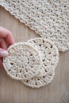 Dish Cloth and Face Scrubbie - free crochet pattern at Knitting Wonders.