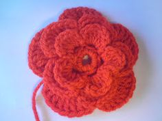 Silles hantverk: Virkad blomma Crochet Hair Accessories, Crochet Hair Styles, Textiles, Beautiful Crochet, Crochet Flowers, Handicraft, Crochet Patterns, Crochet Ideas, Crochet Necklace