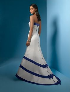 Wedding dress with blue buttons and ribbon accents relationship wants / royal blue dress for wedding / royal blue wedding dress / blue wedding dress royal / royal blue wedding Light Blue Wedding Dress, White Wedding Gowns, Blue Wedding Dresses, White Bridal, Wedding Dress Styles, Dress Wedding, Blue Dresses, Wedding 2017, Wedding White