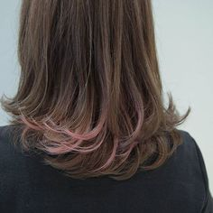 【ouchi_shun】さんのInstagramをピンしています。 《さくら色インナーカラー 全体は青みのあるアッシュで柔らかく☺ インナーカラーは薄ピンクでほんのりアクセント がっつりでなく、少しカラーで遊びたい気分の方におすすめ✨ #グラデーションカラー#ハイライト#ピンク#薄ピンク#インナーカラー#アクセントカラー#パステル#桜 #ナイロン#ビビ#メリー#ラルム#nylon#vivi#mery#larme #ファッション#ヘアースタイル#hair#color#haircolor》