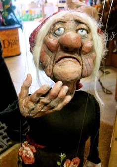marionette and progress pics Puppet Toys, Marionette Puppet, Puppet Show, Living Puppets, Puppet Costume, Paper Mache Projects, Scary Dolls, Toy Theatre, Puppet Making