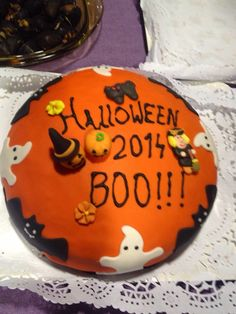 Pastel Halloween con Fondant. Fondant, Birthday Cake, Pastel, Halloween, Cooking, Desserts, Food, Plate, Sweet Treats