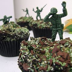 Cupcakes for BOYS or that military person in your life. Great party cake or favor. Chocolate cupcakes with camo sprinkles and chocolate shavings with little army men stuck in. How easy is that? Cupcakes For Boys, Love Cupcakes, Yummy Cupcakes, Cupcake Cookies, Camo Cupcakes, Birthday Cupcakes, Camo Birthday Cakes, Decorated Cupcakes, Cupcake Wars