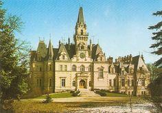 zámok v Budmericiach Places Of Interest, Bratislava, Prague, Barcelona Cathedral, Castles, Postcards, Mansions, House Styles, Building
