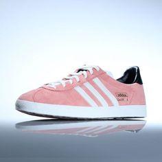 Chaussures Adidas modèle GAZELLE OG style inimitable depuis 1968 Tige en  suède de qualité supérieure Détails 2d1d571d0dcd
