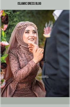 Image could contain: 1 person, close-up, Görüntünün olası içeriği: 1 … Muslim Wedding Gown, Muslimah Wedding Dress, Muslim Wedding Dresses, Pakistani Bridal Dresses, Dress Wedding, Bridal Hijab, Bridal Outfits, Wedding Hijab Styles, Hijab Stile