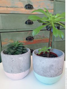 pour mes jolis mômes mais pas que. Diy Concrete Planters, Concrete Art, Diy Craft Projects, Diy And Crafts, Pasta Piedra, Fleurs Diy, Beton Diy, Mosaic Garden, Diy Origami