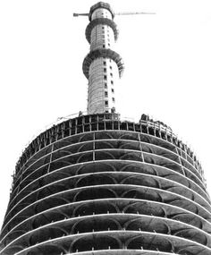 PHOTO - CHICAGO - MARINA CITY TOWER - UNDER CONSTRUCTION SHOWING CORE AND OUTER STRUCTURE - 1962