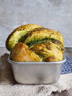 Flettebrød med pesto - Mat På Bordet Pesto, Slik, Banana Bread, Food Porn, Turkey, Food And Drink, Health Fitness, Baking, Desserts
