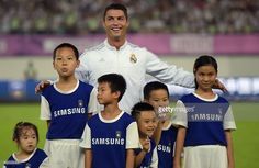 Cristiano Ronaldo takes all his team-mates' mascots before the match against Inter. LOOOL