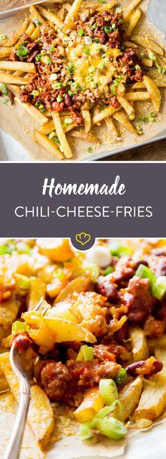 Eine Schicht goldige Fritten. Ein Schwung feuriges Chili. Und schließlich das Ganze mit Käse überbacken. Diese Pommes-Kreation ist einfach monströs lecker!