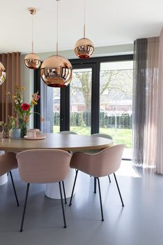 Femkeido | Zelfbouw Villa – Enschede Interior Architecture, Interior And Exterior, Dining Set, Dining Room, Office Interiors, Interior Design Living Room, Sweet Home, House Design, Table