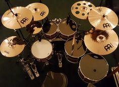 Se la comprare cuando cumpla 25 lo juro Drums Wallpaper, Rhythm Method, Pearl Drums, In Ear Monitors, Drum Music, Drum Heads, How To Play Drums, Drum Kits, Music Stuff