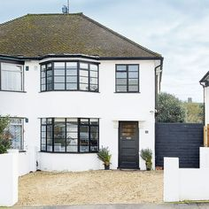 Be inspired by this characterful semi-detached home in hertfordshire ideal home 1930s House Extension, Side Extension, 1930s Semi Detached House, 1930s House Renovation, Home Exterior Makeover, Home Decor Uk, 1940s Home Decor, House Extensions, Facade House
