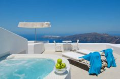 White Santorini Suites & Spa Imerovigli White enjoys an idyllic location in the beautiful Imerovigli, high on the top of the caldera, within a short distance from the main square.