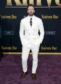 Chris Evans in a white suit. Please excuse me while I swoon here in the corner - LadyBoners Christopher Evans, Robert Evans, Chris Evans Captain America, Capt America, White Suits, Man Thing Marvel, T Shirt And Shorts, Hollywood, Steve Rogers