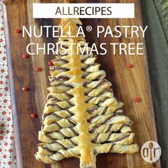 Nutella® chocolate-hazelnut spread is sandwiched between two layers of puff pastry that are twisted to form a stunning Christmas tree perfect for parties. Christmas Food Treats, Christmas Brunch, Xmas Food, Christmas Breakfast, Christmas Sweets, Christmas Cooking, Christmas Parties, Christmas Vacation, Holiday Dinner