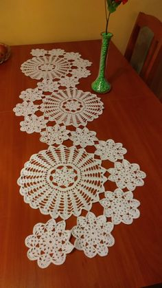 Study In Circles Crochet Motif Table Runner Pattern Crochet Square Patterns, Doily Patterns, Crochet Round, Crochet Chart, Crochet Home, Thread Crochet, Filet Crochet, Crochet Motif, Crochet Doilies