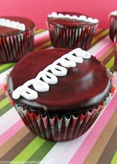 Easy Homemade Hostess Cupcakes--Use ganache recipe