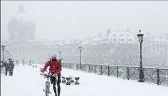 わあ!ポンデザール真っ白!! le pont des arts à la neige.