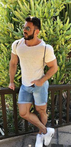 Sport and strong Guys In Beanies, Stylish Men, Men Casual, Sport Casual, Gq Mens Style, Man Style, Rugby Men, Hunks Men, Muscular Men