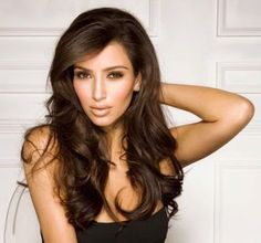 Kim Kardashian looks dazzling with the voluminous curls. Part your hair from the center and enjoy the hug of the curls. The highlights on the fringe make the look stunningly beautiful. Discover more: Kim Kardashian hair blonde, style.