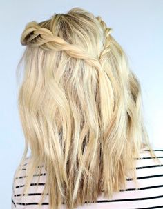 Cute Braids for Short Hair, Hair Hairtyles Braided Style, Blue Hair Color, Hair Simple Short Color. If you don't know how to handle with your short hair, we offer you these amazingly cute braided short hairstyles. Reign Hairstyles, Twist Hairstyles, Pretty Hairstyles, Simple Hairstyles, Hairstyles 2016, Hairstyle Ideas, Blonde Hairstyles, Loose Braid Hairstyles, 5 Minute Hairstyles