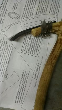 An elbow adze is a curious and ancient tool that's still widely used by wood carvers today. Learn how to make your own adze handle from the perfect fork of a tree branch. Woodworking Tools For Sale, Green Woodworking, Woodworking Jigs, Woodworking Projects, Wood Router, Wood Lathe, Cnc Router, Lathe Projects, Wood Projects