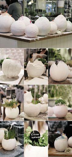 Eine Pflanzschale in Form eines kaputten Ei. Ganz einfach zum selber machen und alles was du dafür brauchst ist ein Luftballon und etwas Gips. Concrete Crafts, Concrete Projects, Diy Projects To Try, Craft Projects, Diy Ostern, Ideias Diy, Paper Mache, Easter Crafts, Diy And Crafts