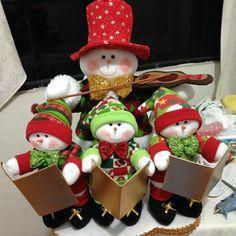 Hermosos muñecos de nieve Felt Christmas Decorations, Christmas Fabric, Christmas Centerpieces, Christmas Items, Christmas Love, Christmas Snowman, Christmas Projects, Christmas Humor, Christmas Holidays