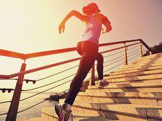 Schnell abnehmen und Muskeln aufbauen mit dem Treppenlaufen-Workout! Beim Treppenlaufen verbrennst du doppelt so viele Kalorien wie beim Joggen!