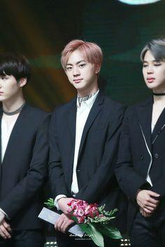Jin ❤ BTS at the 2016 Korean Popular Cultural and Art Awards #BTS #방탄소년단