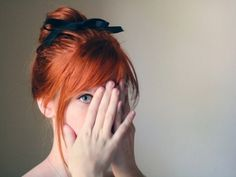 I have had a teensy desire to make this my hair color. Me gusta el flequillo Hair Day, New Hair, Your Hair, Girl Hair, Pale Skin, Ginger Hair, Great Hair, Pretty Hairstyles, Style Hairstyle