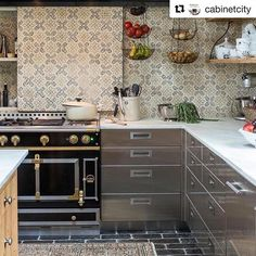 Kitchens and creations of excellence since La Cornue is a French purveyor of luxury kitchen appliances for culinary delight. Buy kitchen ranges here. Buy Kitchen, Kitchen Cabinets, Kitchen Appliances, Kitchens, La Cornue, Piano, Oven Range, Kitchen Trends, House And Home Magazine